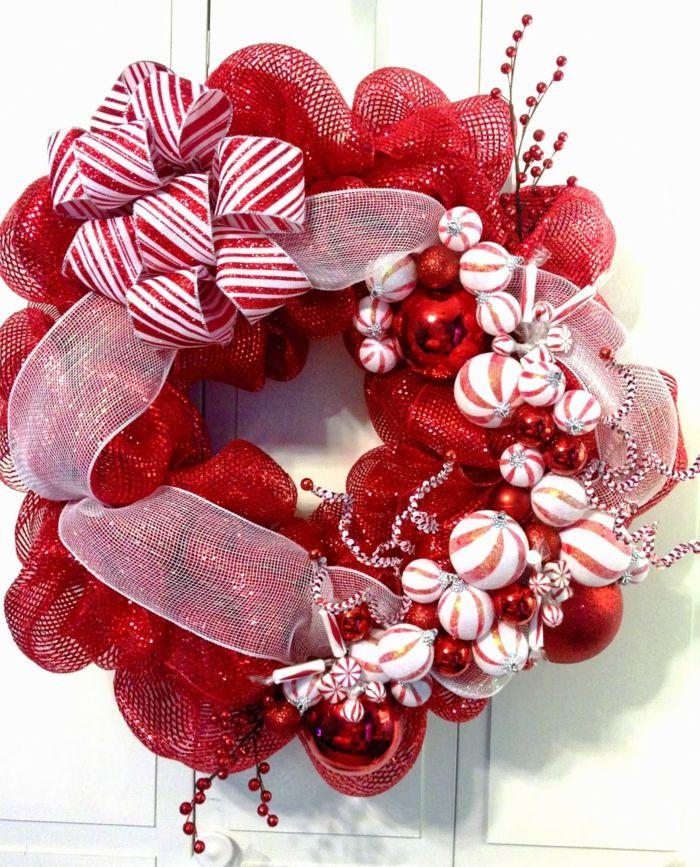 Coronas de navidad corona de navidad en rojo y blanco for Guirnaldas navidenas para puertas y ventanas
