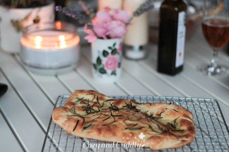 Rezept für knuspriges Focaccia vom Pizzastein – Werbung | cozy and cuddly