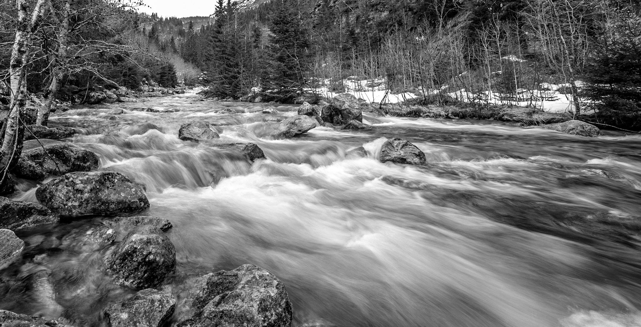 It is spring in the air, and the snow melts, the r ... - It is spring in the air, and the snow melts, the rivers floods beautiful, is just amazing in black and white! Lense Samynag 14mm f 5.6