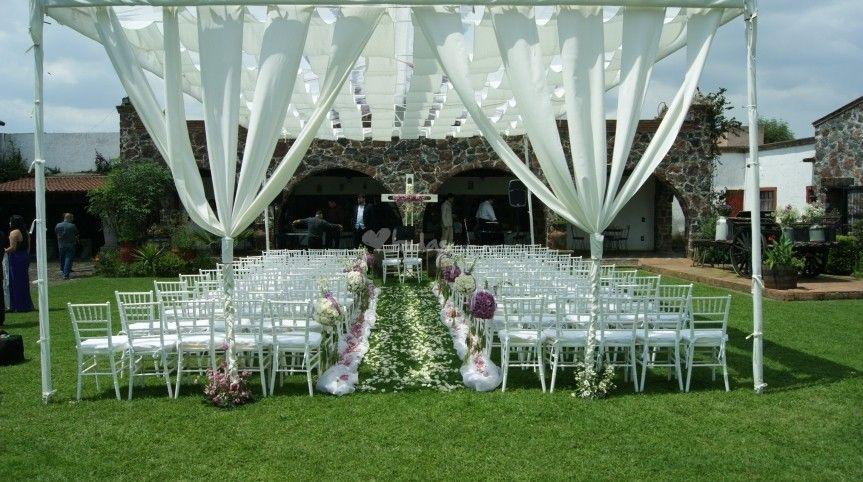 La Hacienda Santa Catarina es una elegante y distinguida edificación que cuenta con unas fantásticas instalaciones y está rodeada por hermosos jardines. En definitiva, representa un escenario inmejorable para la celebración de eventos como bodas y