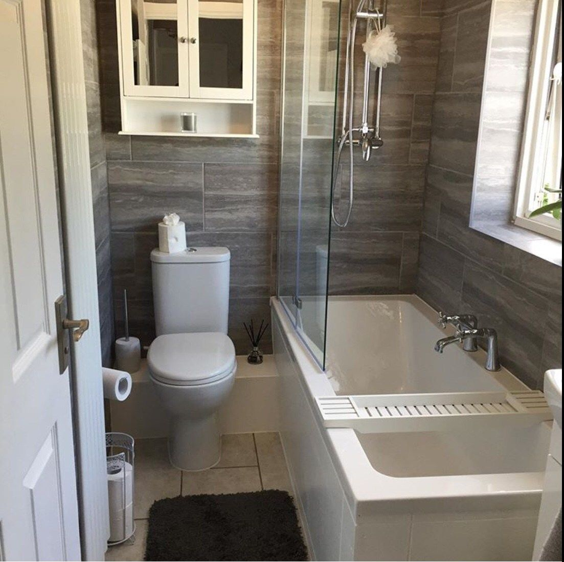 14 stunning design ideas for small bathrooms small on stunning small bathroom design ideas id=41313