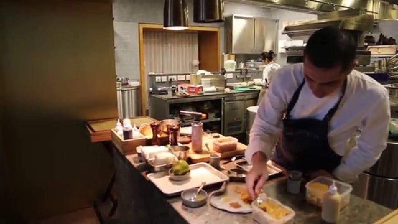 Royer Prepares Pear Millefeuille At Odette Restaurant In Singapore Watch Video Here Http Singaporeonlinetop Info R Singapore Food Preparation Restaurant