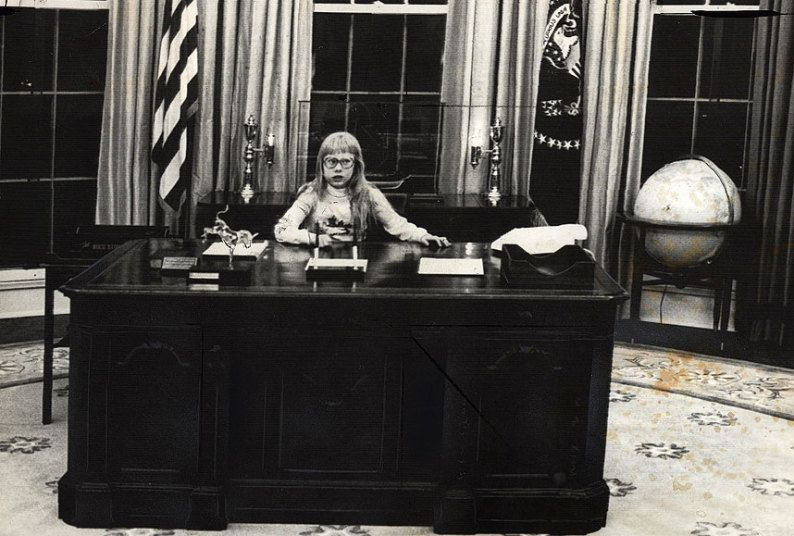 jimmy carter oval office. First Daughter Amy Carter In The Oval Office At Her Father President Jimmy Carter\u0027s Desk E