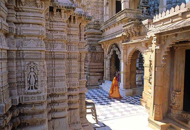 Há 863 templos Jain na colina de Shatrunjaya, em Palitana, na Índia. Eles são considerados os mais sagrados destinos de peregrinação pela comunidade Jain