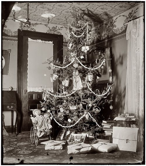 December 1900. Christmas tree in the home of Wilbur and Orville Wright at 7 Hawthorn Street in Dayton, Ohio.