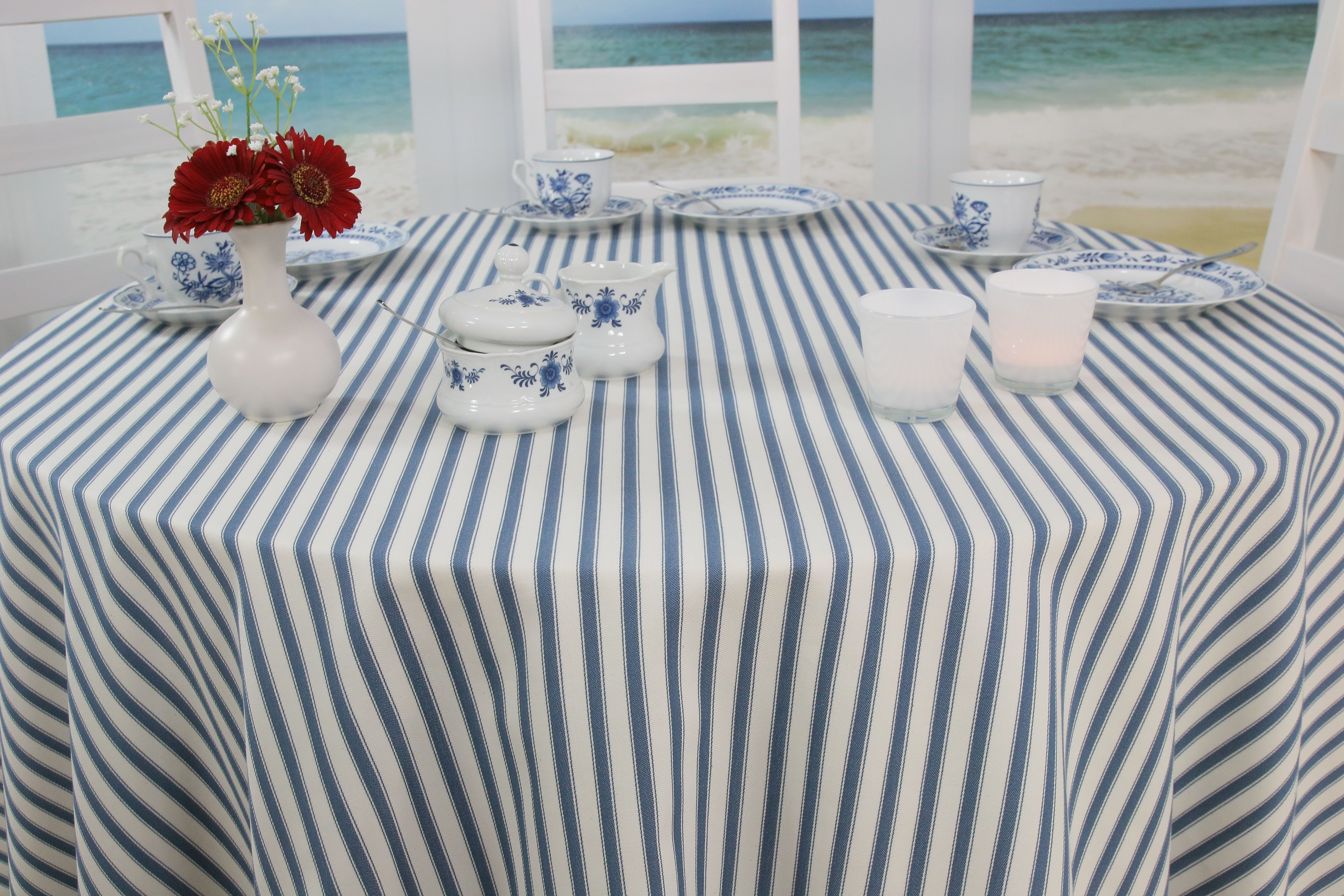 Die Runde Tischdecke Friesland Hat Durch Ihre Schmalen Streifen Ein Frisches Nordisches Design Runde Tischdecke Tischdecke Decke
