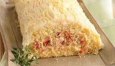 Massa de pão de ló salgada temperada com MAGGI FONDOR, recheada com bacalhau, Requeijão Cremoso NESTLÉ e tomate seco, coberta com batatas e Leite NINHO Integral
