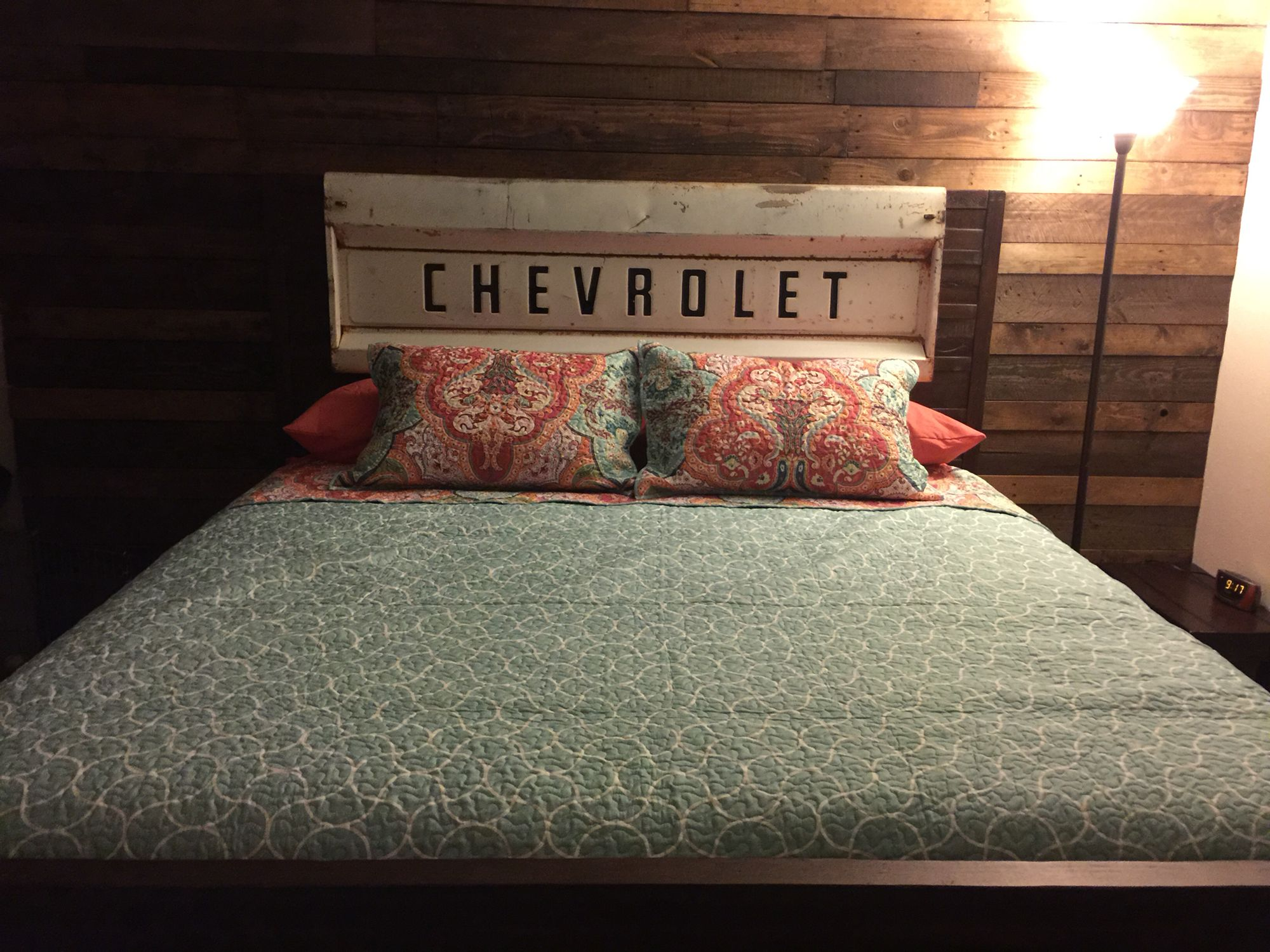 We made this! Pallet wall, bed and tailgate headboard! | Brayden ...