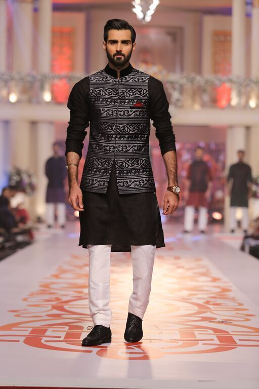 Make a dapper move in a black jacket like this. | Kurta Pajama With ...