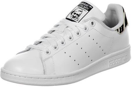 La chaussure Adidas Stan Smith est le grand classique dans une version pour femmes. Elle est blanche avec un talon au motif zèbre !- tige en cuir blanc- ...