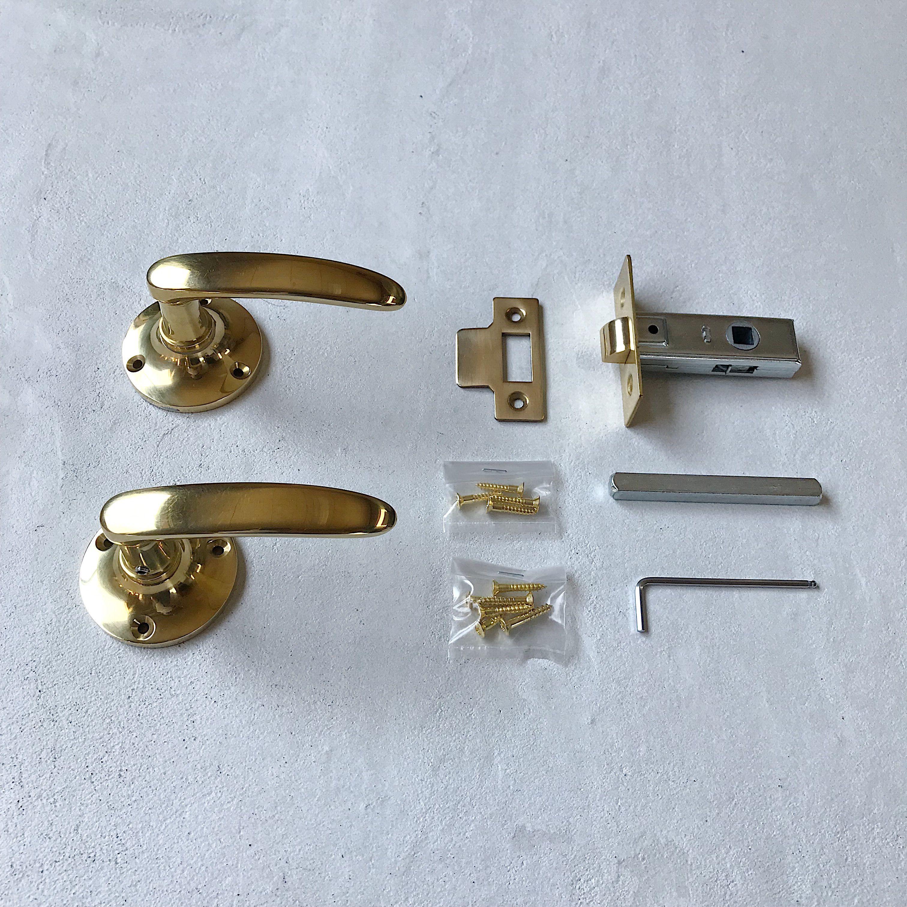 イギリスのハンドルをモチーフにした真鍮製のレバーハンドル 美しい