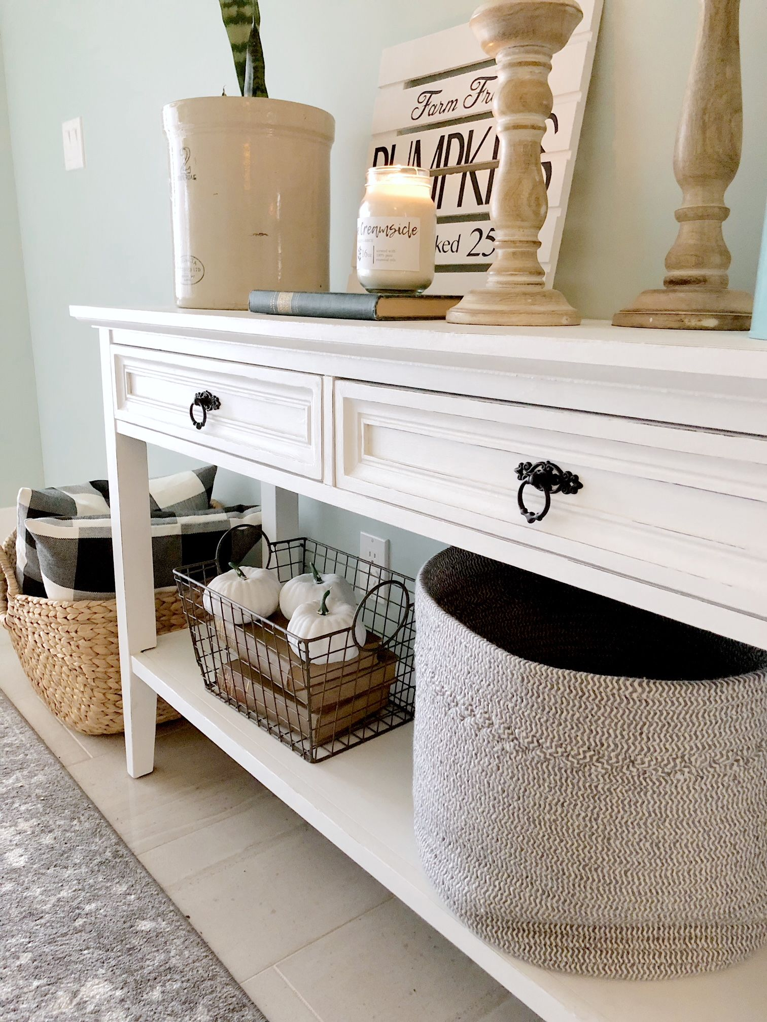 Chalk Painted Console Table Decorated For Fall Valley Birch Chalkpaintedfurniture Chalkpaint Falldecor Consoletable Entryway Front Fall Entryway Decor Traditional Console Tables Decor
