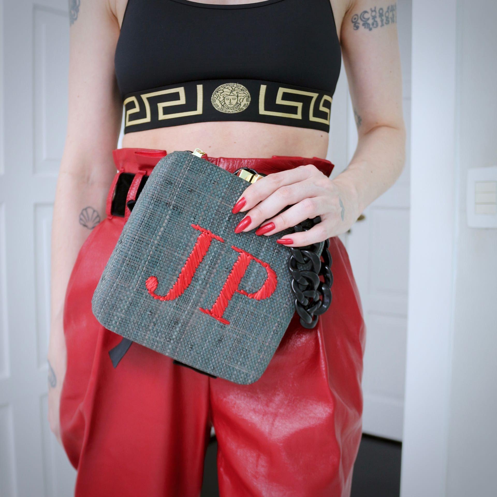 calça Philosophy Di Lorenzo Serafini, top Versace, bolsa Serpui Marie