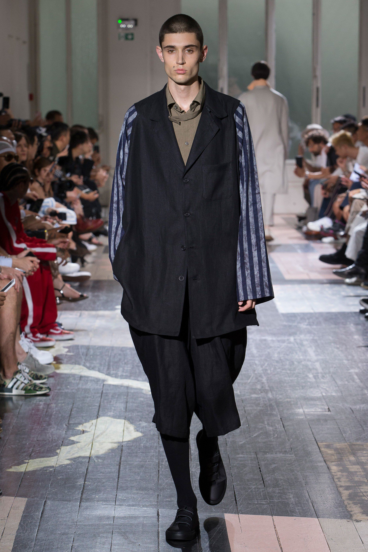 9534fae67b5c See the complete Yohji Yamamoto Spring 2018 Menswear collection.