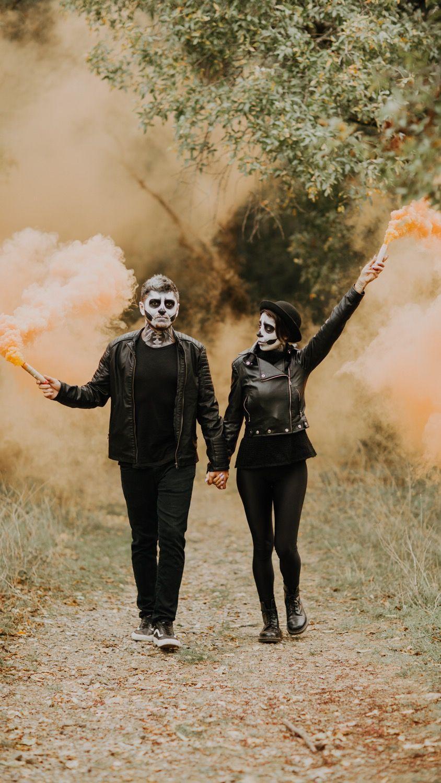 Dead Bride And Groom Halloween Halloween Photography Skeleton Skeleton Couple Skelet Halloween Photoshoot Wedding Photographers Halloween Photography