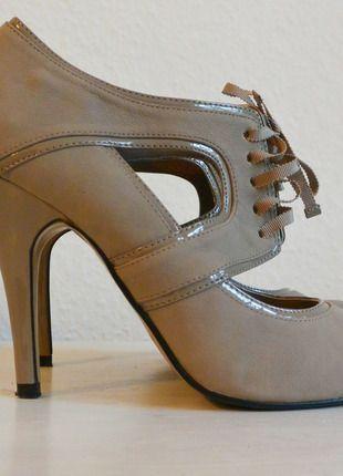 MISS SELFRIDGE PUMPS Kaufe meinen Artikel bei #Kleiderkreisel http://www.kleiderkreisel.de/damenschuhe/hohe-schuhe/112019388-schnur-pumps-in-taupe-von-miss-selfridge-gr-39