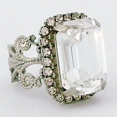 Start a conversation with vintage inspired crystal cocktail rings from the Sorrelli Snow Bunny Collection. Right hand rings and fashion rings that express your personal style.