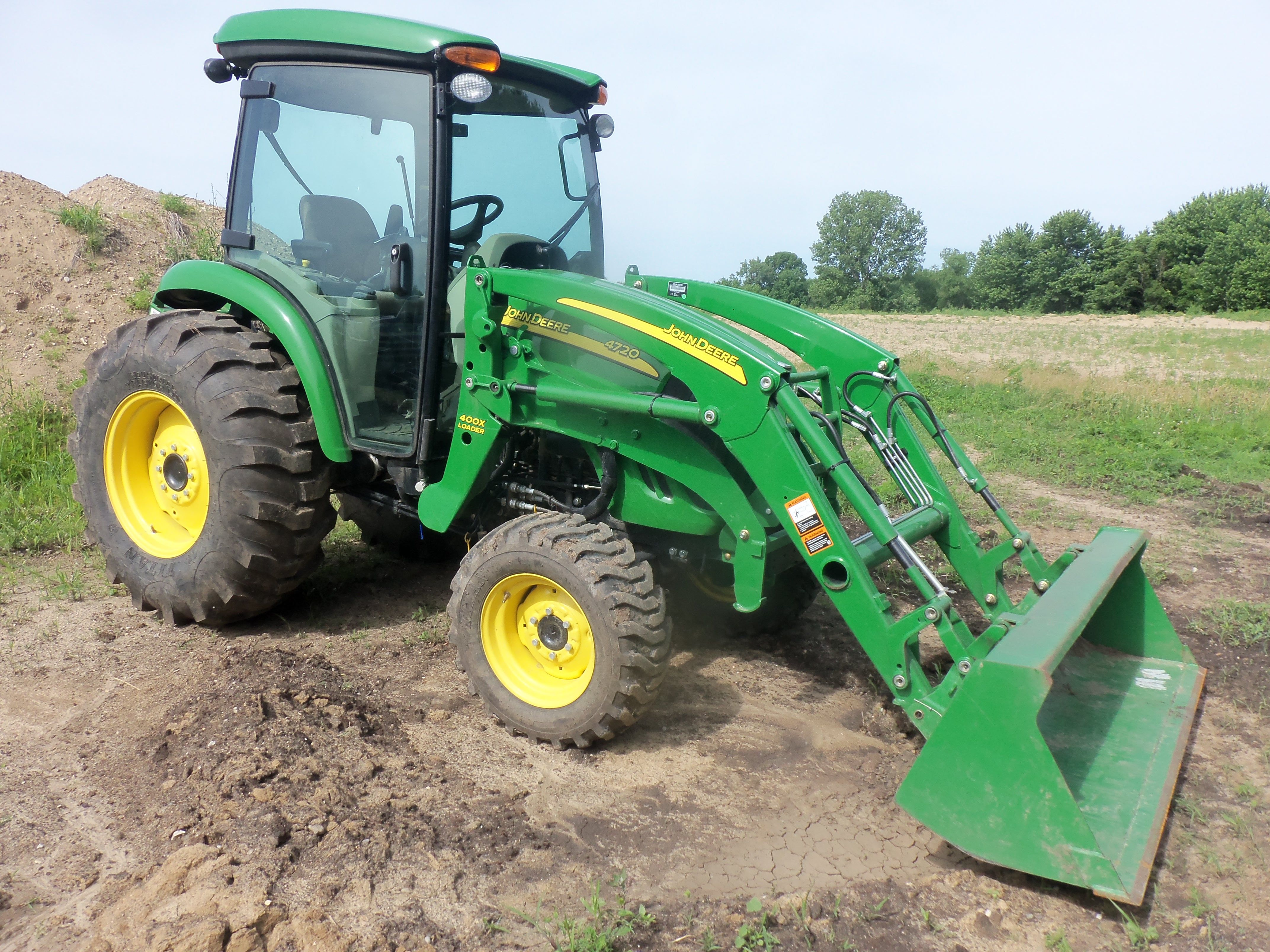 John Deere 4720 cab tractor with 400CX Loader.66 engine hp,56 PTO hp from a  turbocharged 149 cid diesel,3,700 lbs,15 gallon fuel tank,72 inch wheelbase