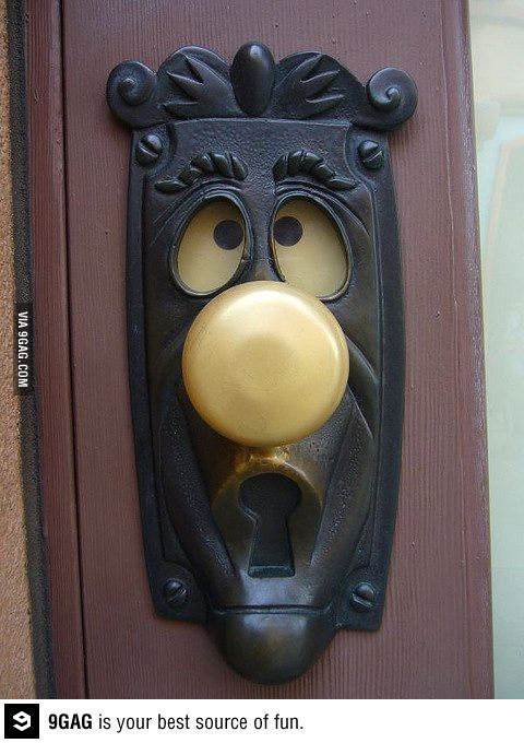 The eyes move when you turn the handle