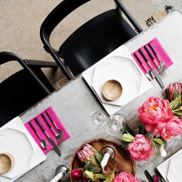 This pink table decor simply pops | Image by Rentivist