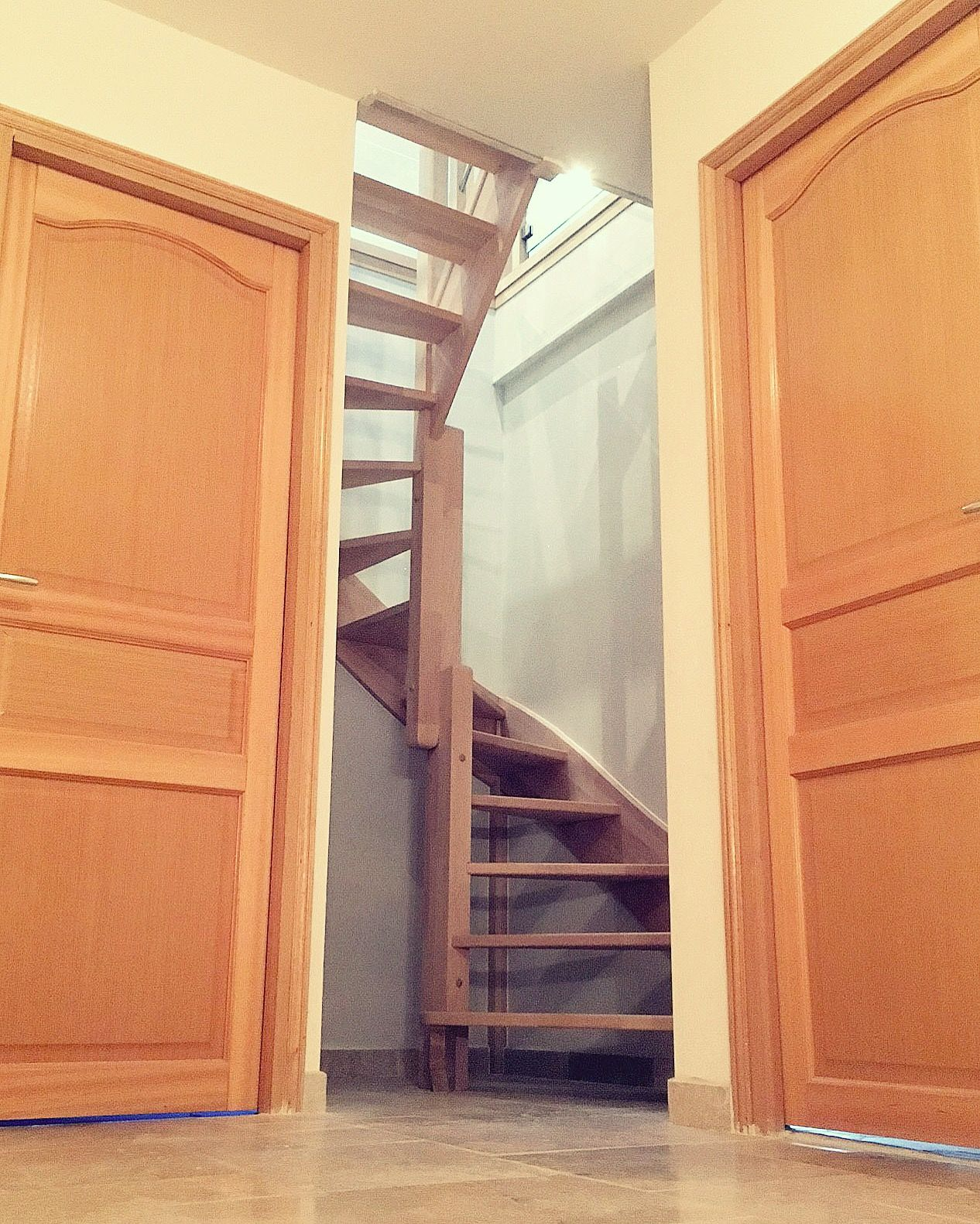 Escalier Gain De Place En Bois Realise Par Oeba Www Oeba Fr