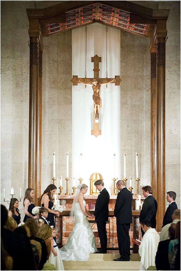 Austin Museum Wedding by Debra Gulbas Photography in 2020