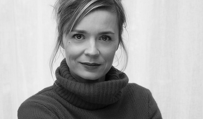 Nackt Caroline Proust  Freya Mavor