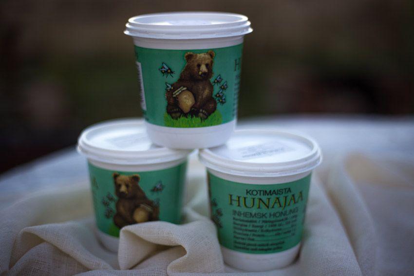 Hunajaa käytetään yskänlääkkeenä ja se torjuu ja hoitaa myös flunssaa. Hunaja käy lääkkeeksi myös kurkkukipuun. http://www.salonsydan.fi/tuote/kiikalan-hunajaa/