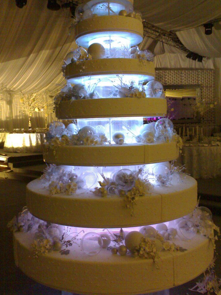 wedding cake lights come on seriously wedding cake with lights 8689