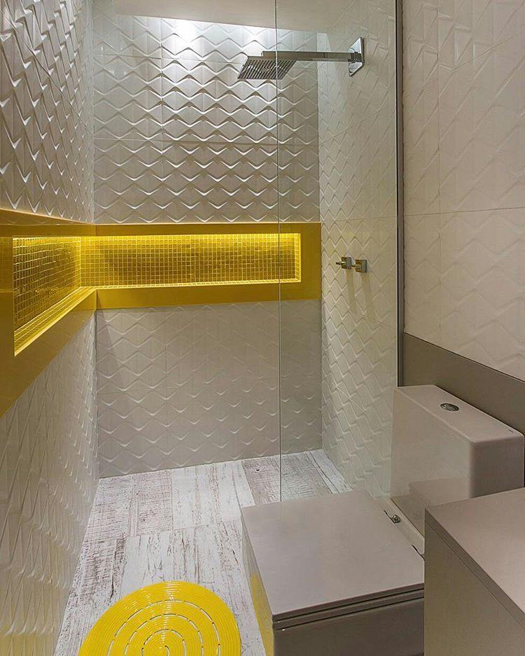 Banheiro Com Revestimento 3d Nicho Iluminado Amarelo E