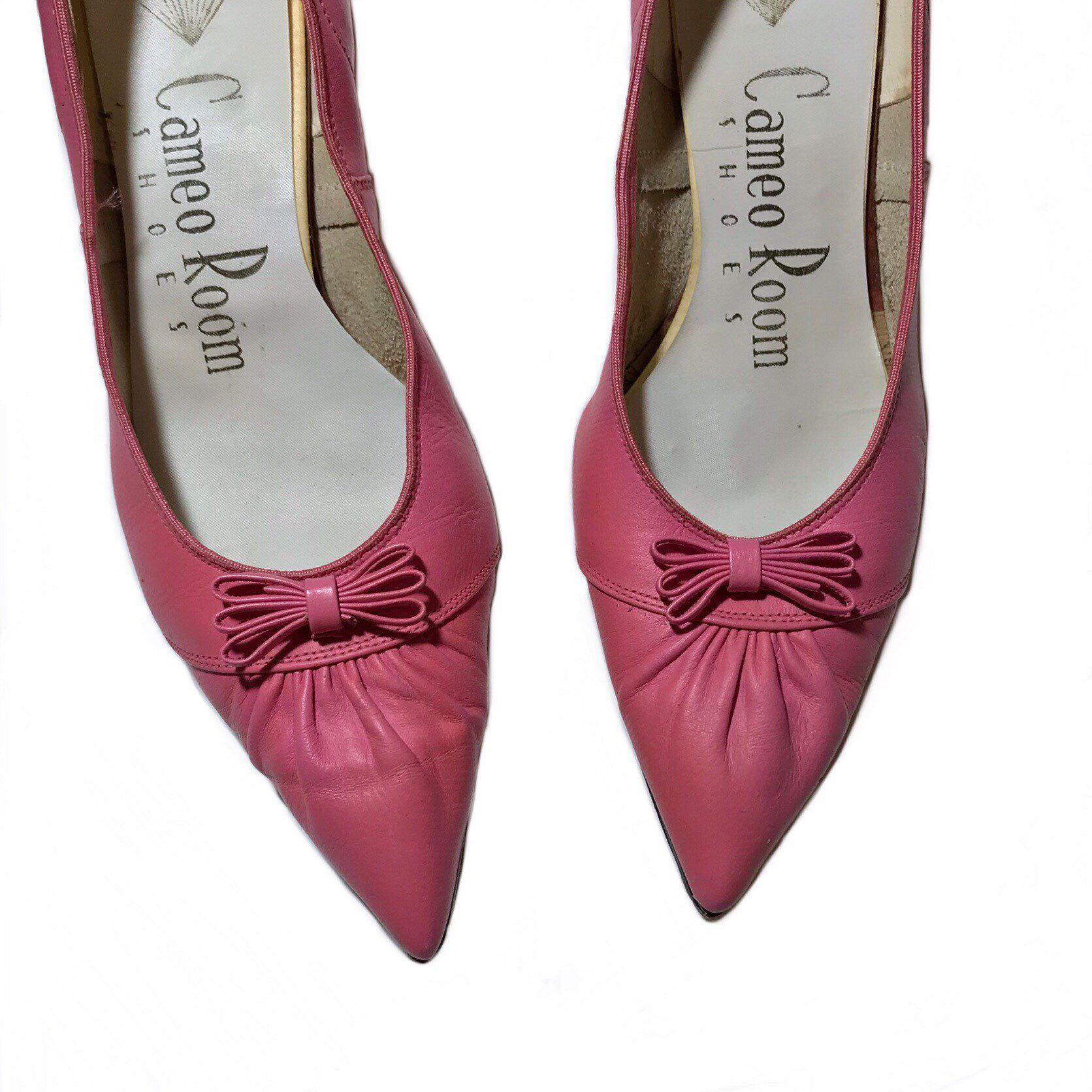 1950 S Vintage Bubble Gum Pink Kitten Heels Size 8 By Hermanasdelalma On Etsy Https Www Etsy Com Listing 290769 Pink Kitten Heels Kitten Heels Bubblegum Pink