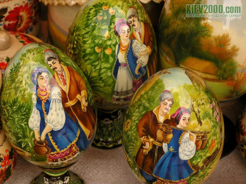 Colorful Ukrainian folk miniature painted eggs