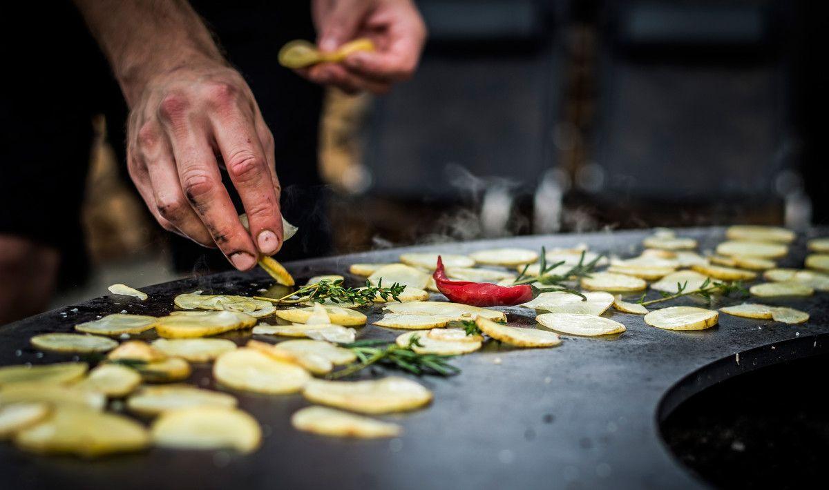 Kartoffeln Auf Dem Feuerring