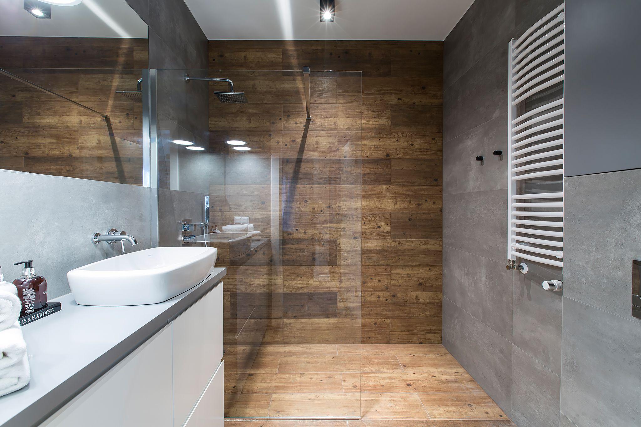 Drewno Beton I Szkło W łazience Interior W 2019 Wnętrza