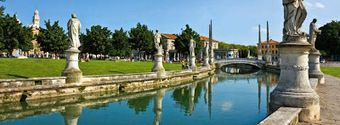 """Photo Contest """"Loving Padova"""" - Send a Photo of Padova and win a weekend in the city - The entry deadline is January 30th, 2014."""