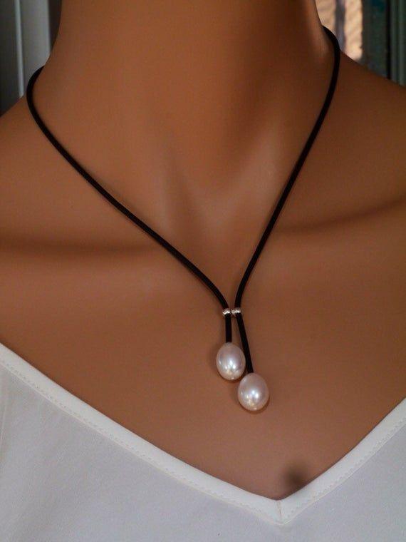 Collar de perlas de agua dulce en neopreno y plata de ley 925.