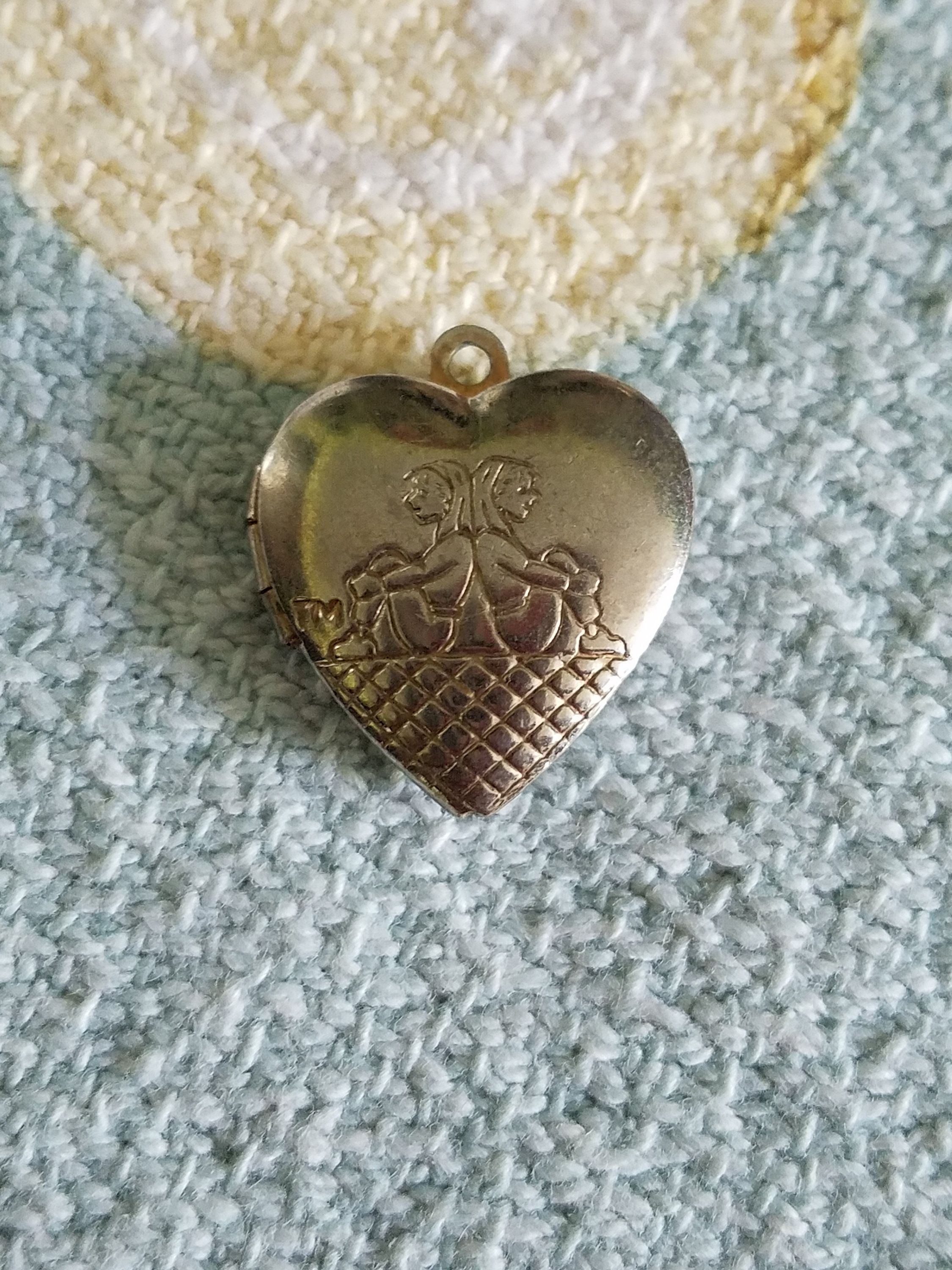 Heart locket pendant in vintage jewelry pinterest heart