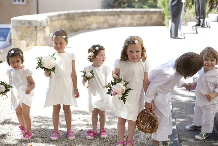 Une Jolie Brochette De Petites Filles D'honneur
