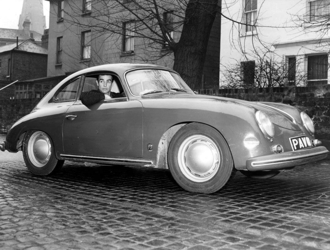 17 Sean-Connery-in-his-Porsche-356-in-Edinburgh-in-1964