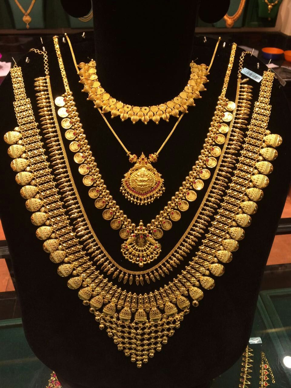 Pin By Sumitra Karmokar On Jewellery Bridal Gold Jewellery Designs Bridal Jewelry Vintage Gold Jewellery Design Necklaces