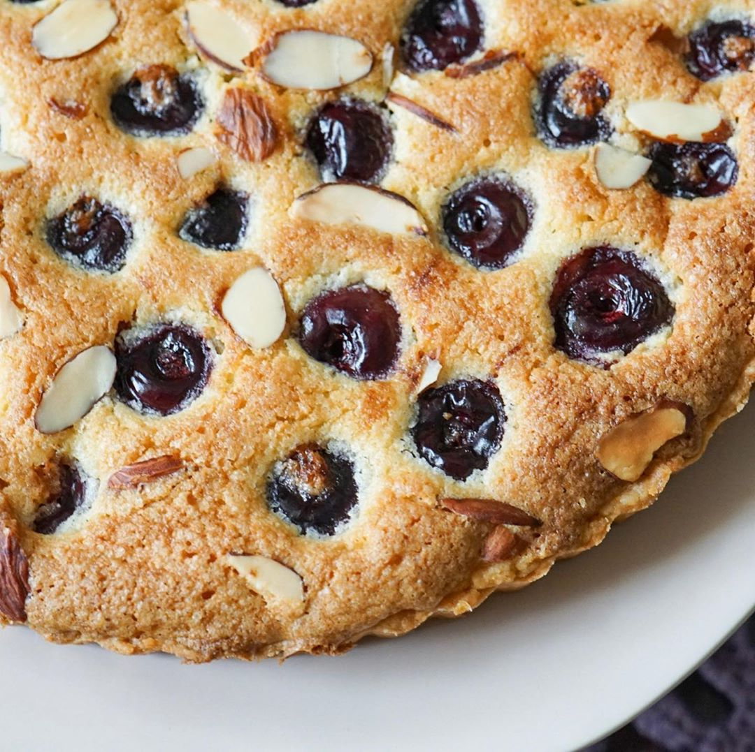 Cherry Frangipane tart... buttery crust, creamy almond filling and perfect sweet juicy cherries... such a perfect combination of flavors, I really could have eaten that whole thing myself... I loooooove Frangipane 😍#bake#baker#baking#instabaker#instabaking#bakestagram#homebaker#feedfeedbaking#bakefromscratch#ilovebaking#frangipane#cherries#dessertporn#dessertoftheday#dessertpic#foodporn%2