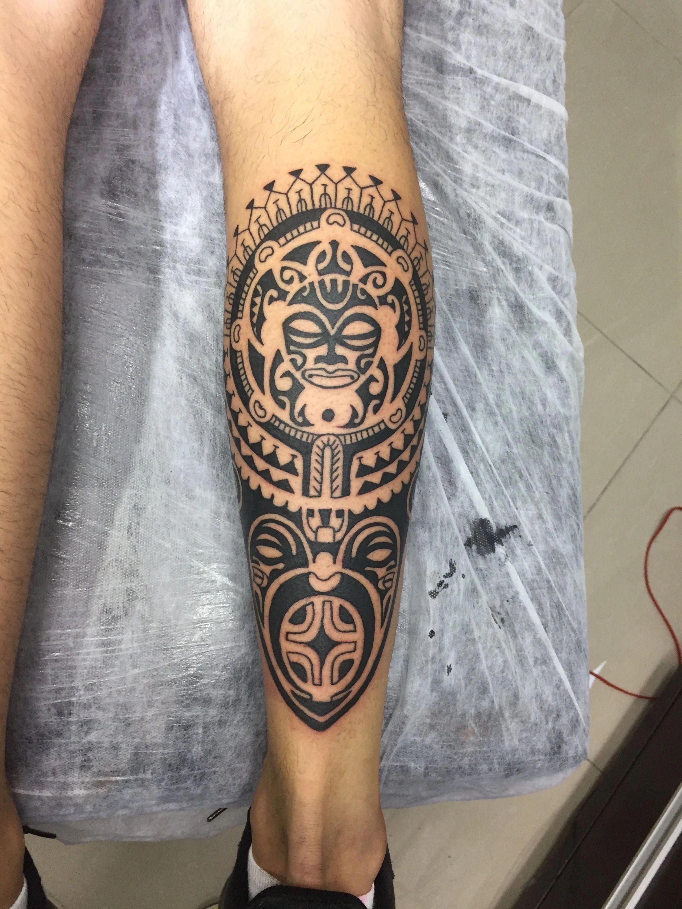 Pin By Rafael Mua Oz On Tattoo S Maori Tattoo Leg Tattoo Men Tattoos