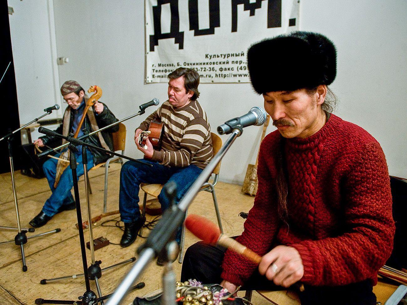 ロシアの喉歌 のどうた の超絶名人5人 動画 ロシア ビヨンド ロシア 動画 名人