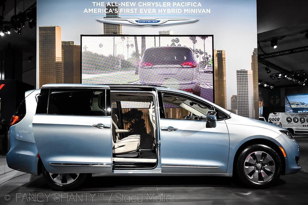 2017 Chrysler Pacifica The First Ever Hybrid Minivan With A Vacuum Too Steelmatterslaas Laautoshowsbc Laautoshow