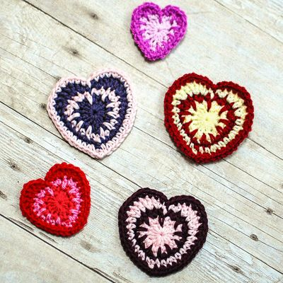 Valentine's Spike Stitch Heart - Make multiple hearts and pass them out to friends or string them together to make a fun garland. This is an easy crochet pattern that's great for beginners.