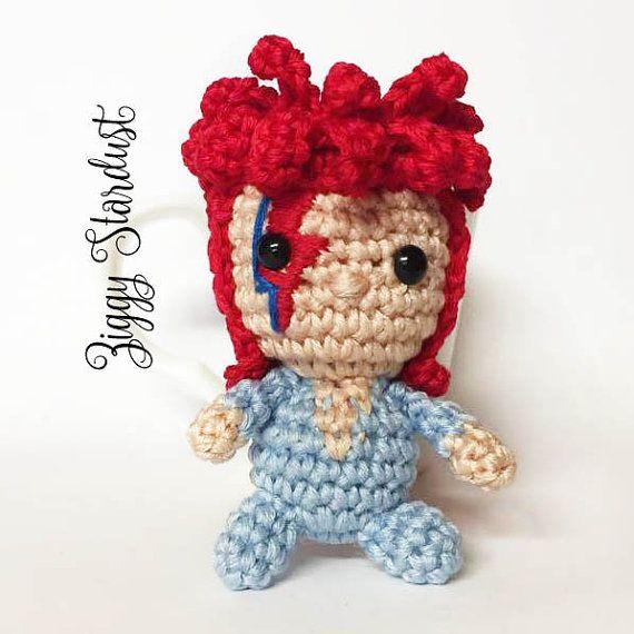 David Bowie amigurumi keychain doll crochet Ziggy Stardust | Costura