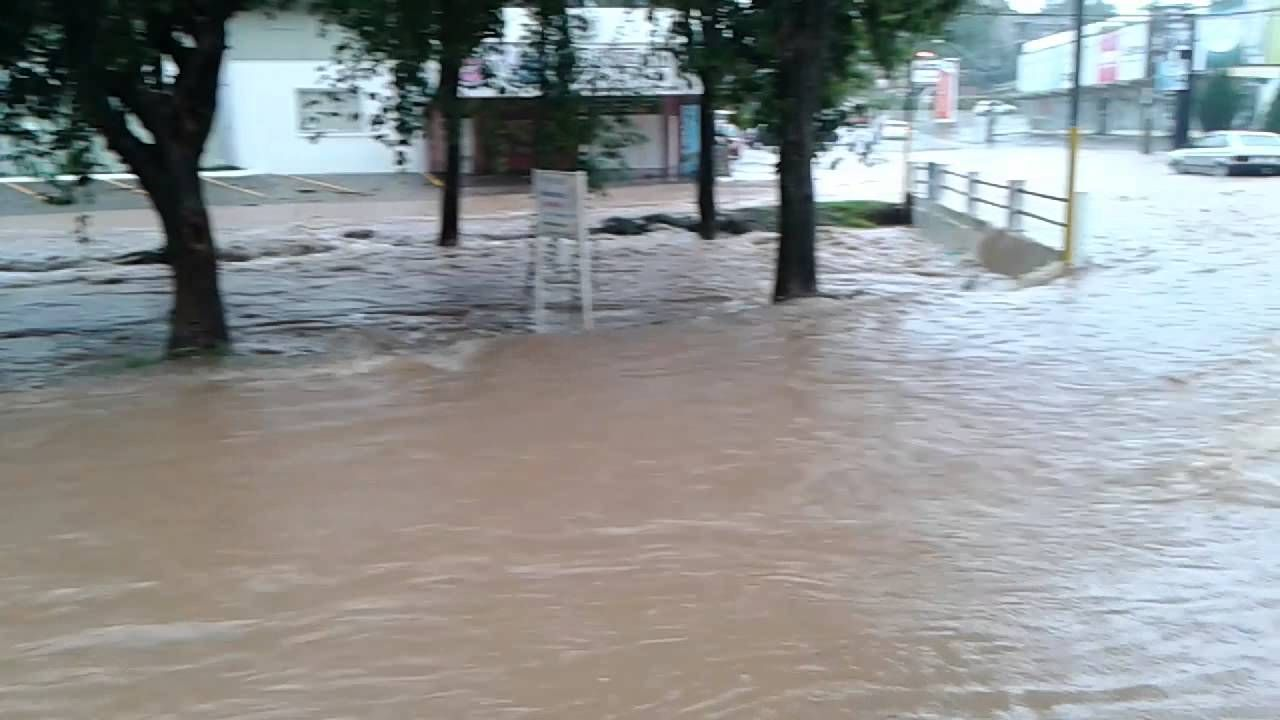 Chuva provoca alagamentos em Novo Hamburgo.