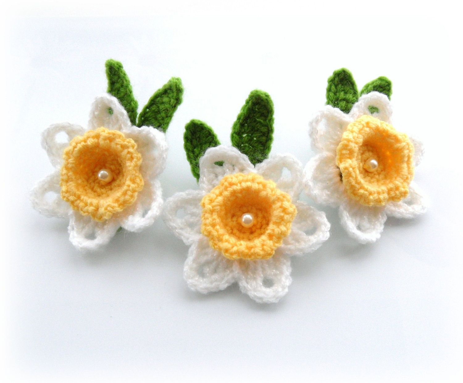 Crochet applique daffodil flowers crochet daffodil brooches crochet applique daffodil flowers crochet daffodil brooches set of 3 made to order bankloansurffo Image collections