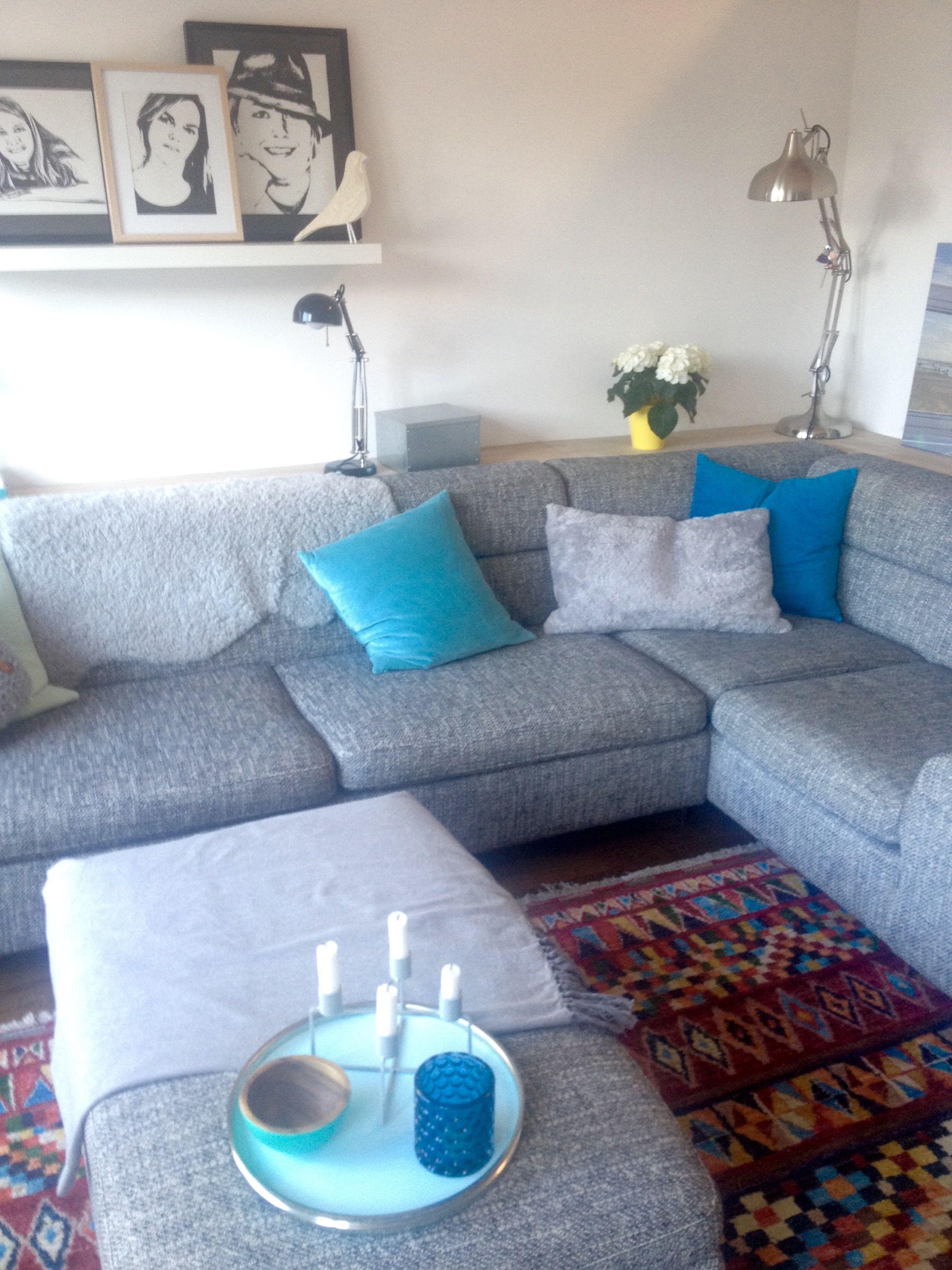Ikea blaue kissen grau teppich ethno kare lampe sofaecke machalke wohnzimmer zuhause - Lampe wohnzimmer ikea ...