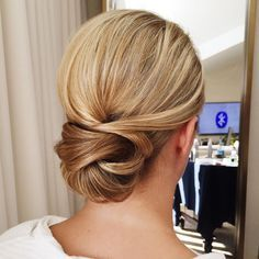 """""""One of my bridesmaids from today's wedding ❤️ a simple low bun with simply a lot of product @sachajuanusa light flexible hold hairspray and hair paste…"""""""